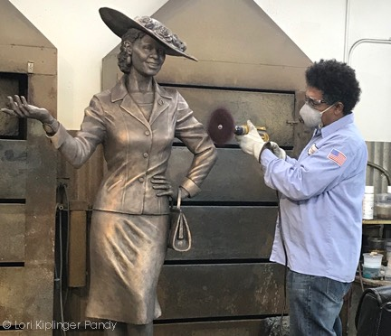 Buffing and highlighting Fannie Mae Duncan Sculpture ©Lori Kiplinger Pandy